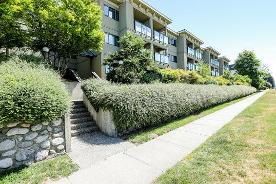 Harbourside Court - 140 E 4th St | Condos For Sale + Listing Alerts