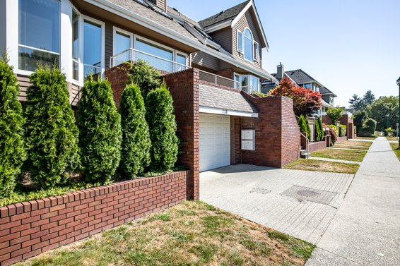Keith View Mews - 230 E Keith Rd | Townhomes For Sale + Alerts