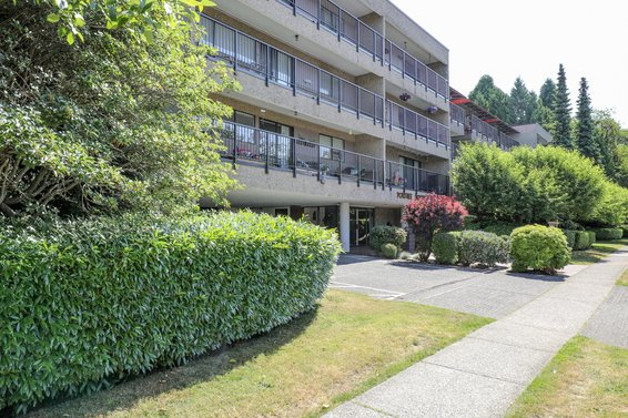 Portree House - 330 E 1st St | Condos For Sale + Listing Alerts