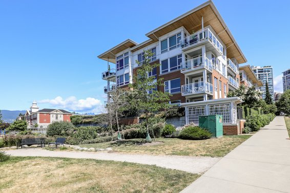 Queen Mary - 717 Chesterfield | Condos For Sale + New Listing Alerts