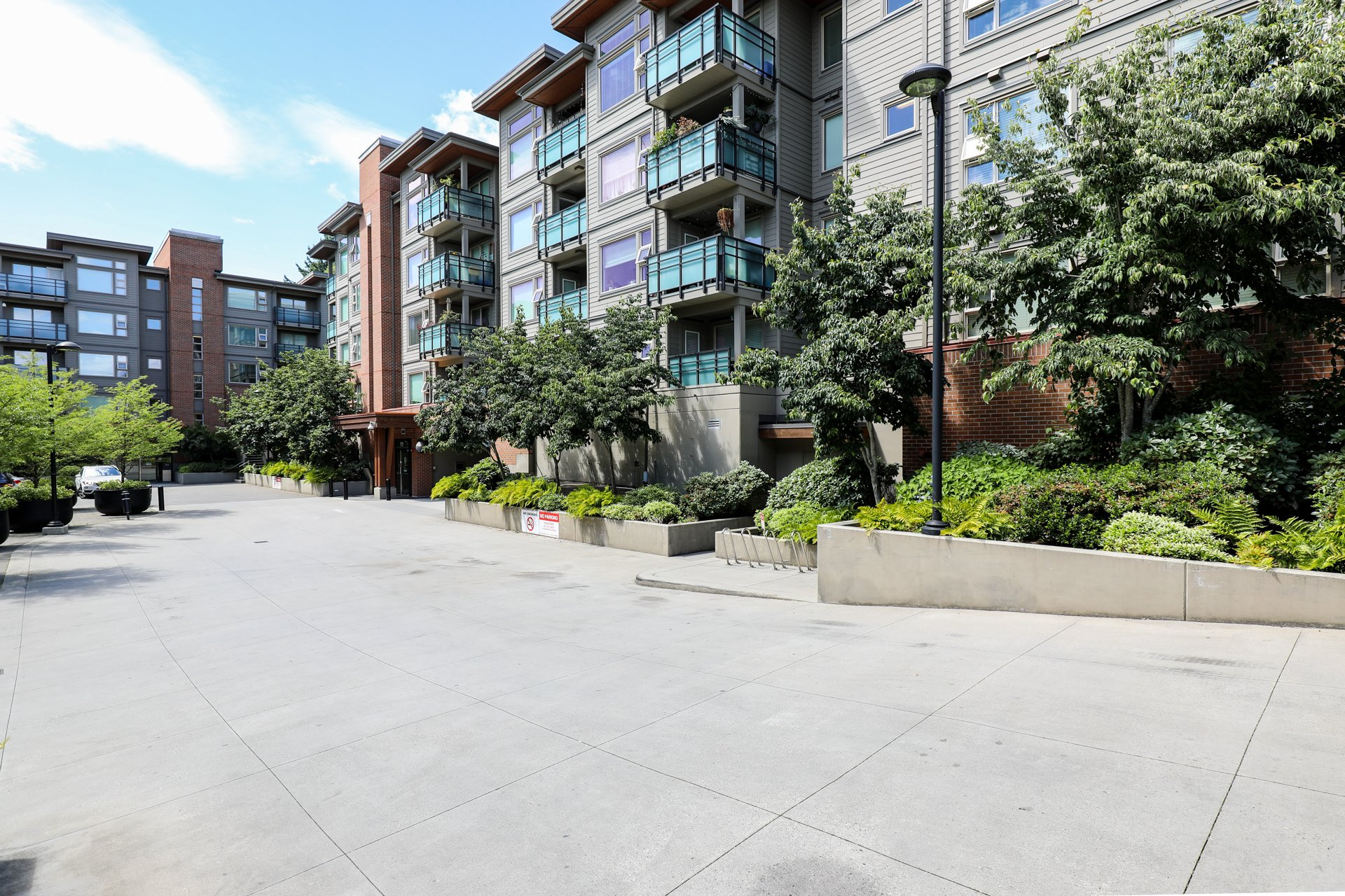 District Crossing - 1673 Lloyd | Condos For Sale + New Listing Alerts