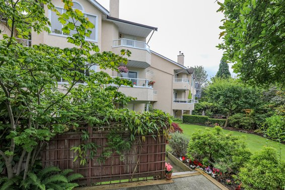 Lions View Court - 261 W 16th St | Townhomes For Sale + Alerts