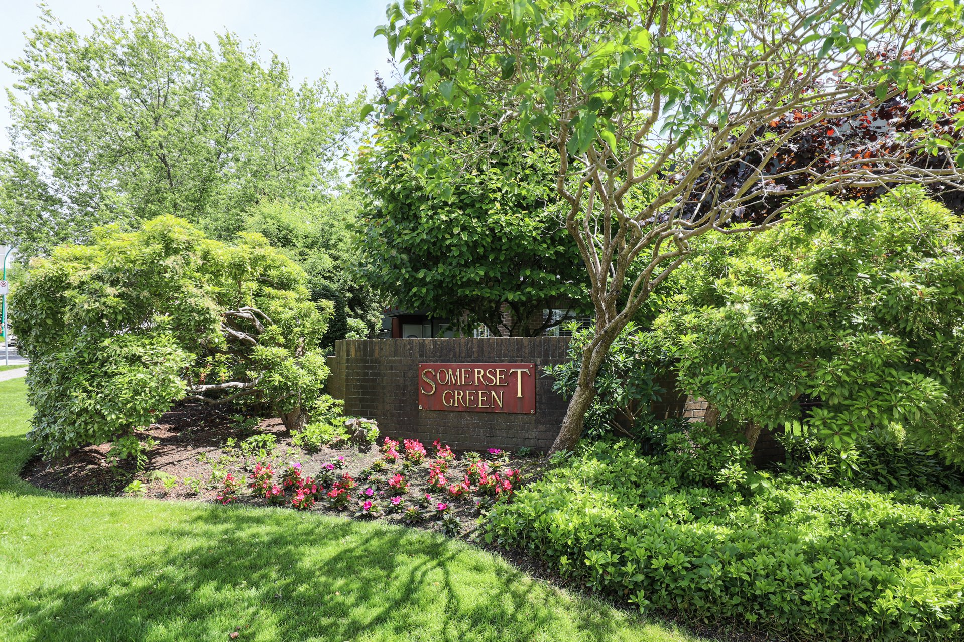 Somerset Green - 2800 Chesterfield |  Condos For Sale + Listing Alerts