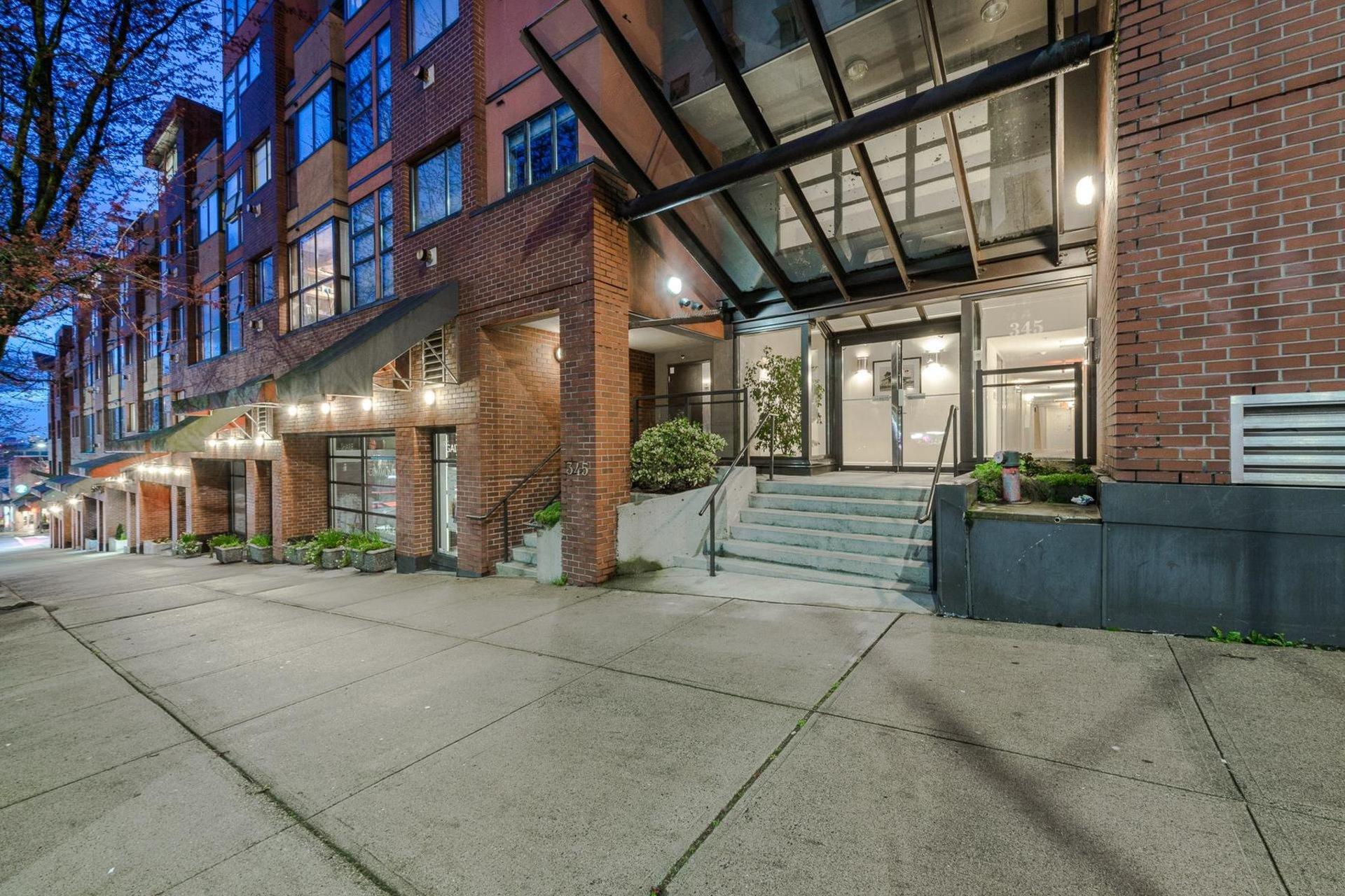 The Met - 345 Lonsdale Ave | Condos For Sale + Listing Alerts