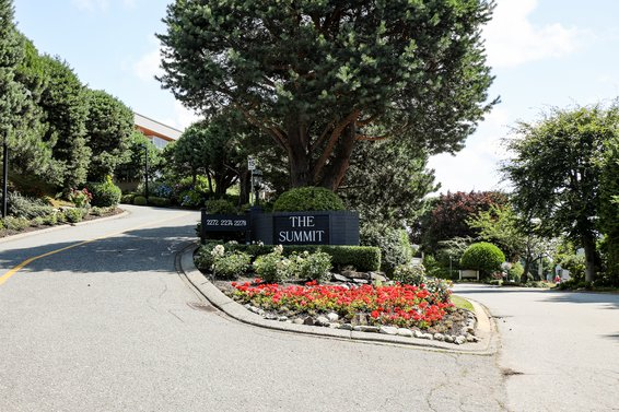 The Summit - 2278 Folkestone | Townhomes For Sale + Listing Alerts