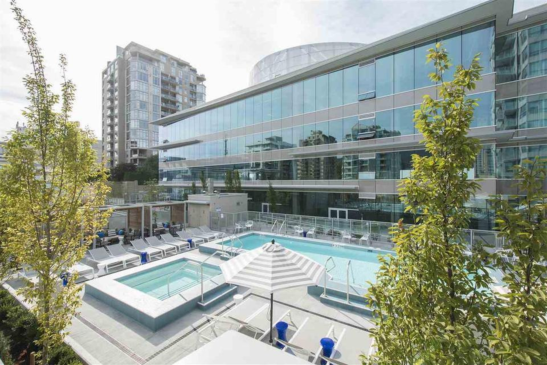 Centreview - 125 E 14th St | Condos For Sale + Listing Alerts