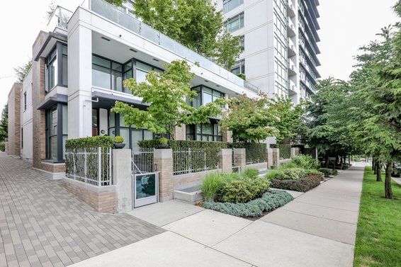 Vista Place - 1320 Chesterfield | Condos For Sale + Listing Alertse