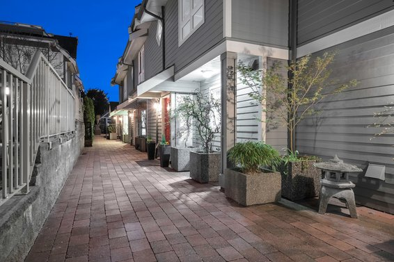 St. Andrews Court - 227 E 11th St | Townhomes For Sale + Alerts