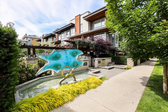 735 W 15th Street, North Vancouver