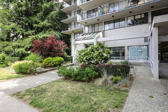 Lions Gate Plaza - 150 E 15th St | Condos For Sale + Listing Alerts