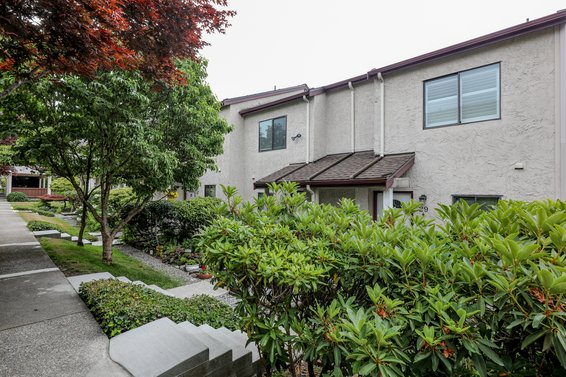 Custer Place - 230 W 14th St | Townhomes For Sale + Listing Alerts