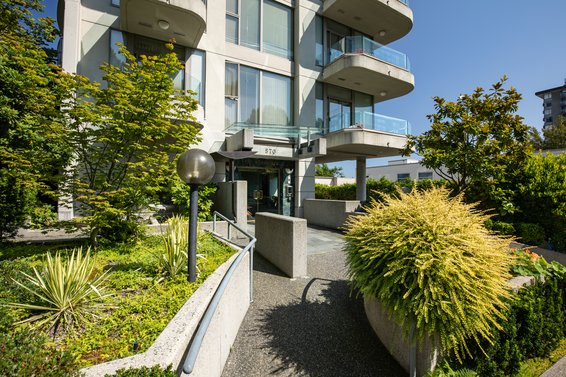570 18Th Street, West Vancouver