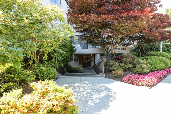 555 13th Street, West Vancouver