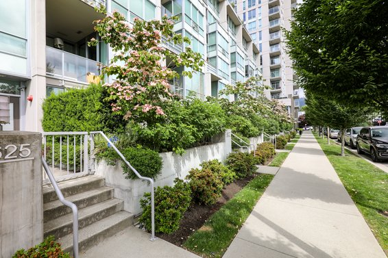 Local on Lonsdale - 135 W 17th St | Condos For Sale + Listing Alerts