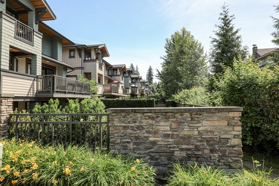 Signature Estates - 555 Raven Woods | Townhomes For Sale + Listing Alerts