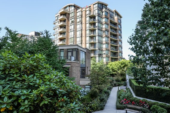 One Park Lane - 170 W 1st St | Condos For Sale + Listing Alerts