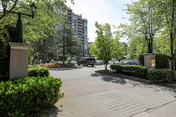 Carlton at the Club - 1327 E Keith Rd | Condos For Sale + Listing Alerts