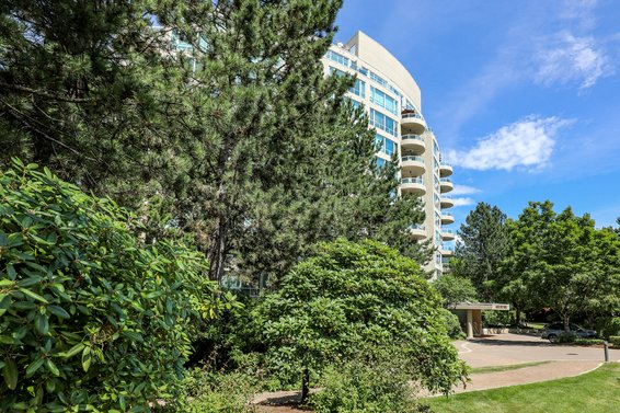Roche Point Tower - 995 Roche Point | Condos For Sale + Listing Alerts