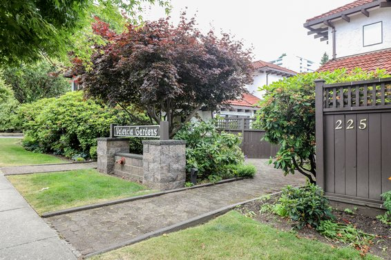 225 W 15th Street, North Vancouver