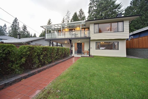 1104 Montroyal Boulevard, North Vancouver