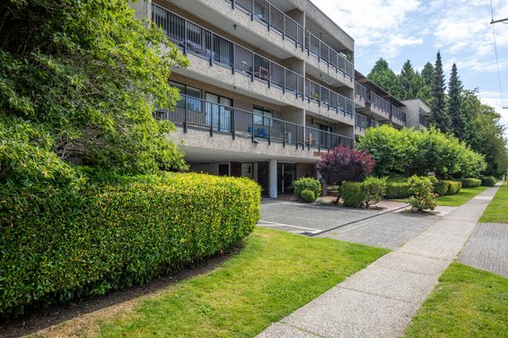 302 330 East 1st Street, North Vancouver