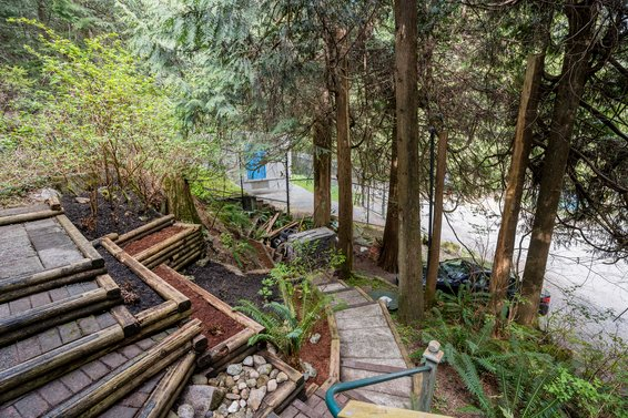 4395 Rice Lake Road, North Vancouver