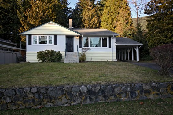 942 Belvedere Drive, North Vancouver
