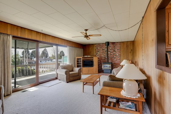 Family Room - 459 East 16th Street, North Vancouver