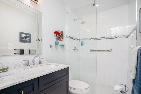 304-1500 Ostler Court, North Vancouver -  bathroom