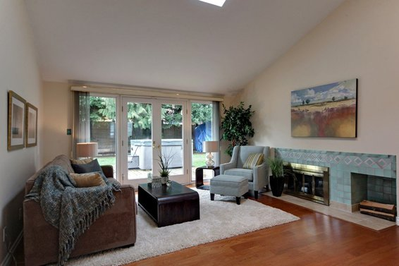 1184 Pinewood Crescent, North Vancouver