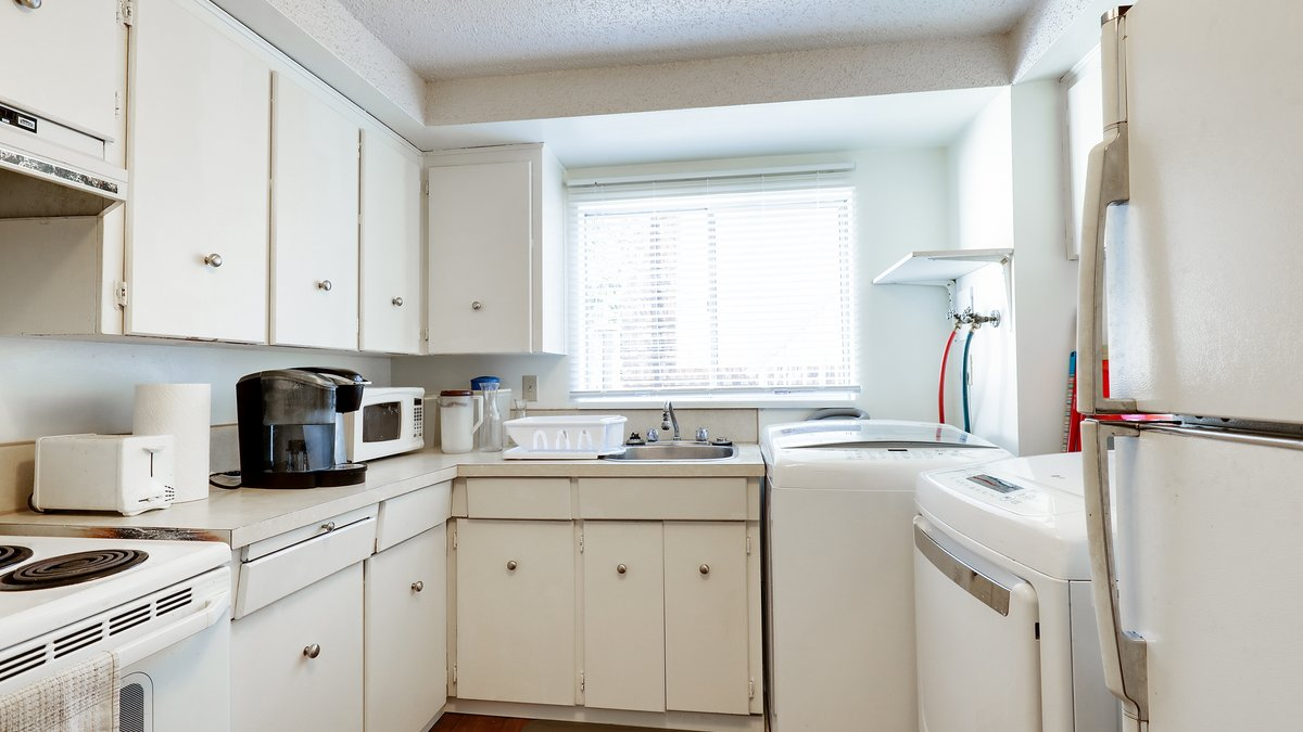 Kitchen - 926 East 29th Street, North Vancouver