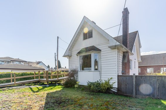 535 East 13th Street, North Vancouver