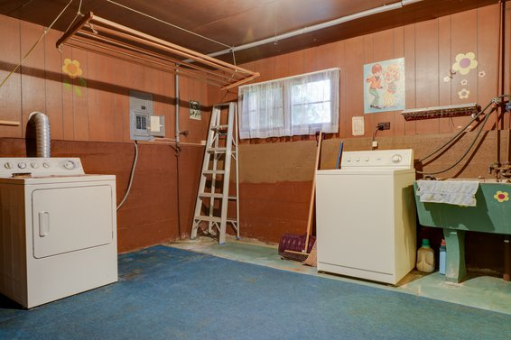 Laundry Room - 459 East 16th Street, North Vancouver
