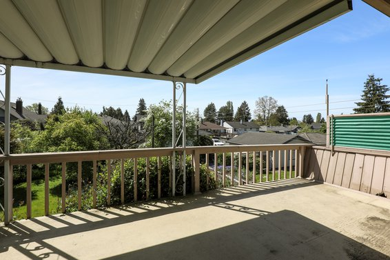 Deck - 459 East 16th Street, North Vancouver