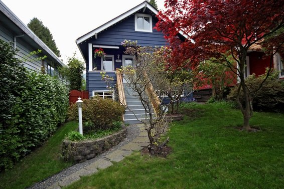 352 West 26th Street, North Vancouver