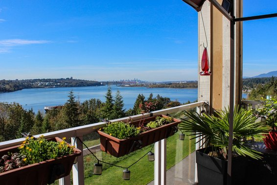 411-3629 Deercrest Drive, North Vancouver