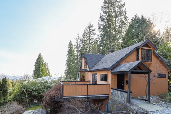 4555 Mountain Highway, North Vancouver