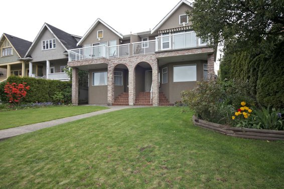 2-238 East 5th Street, North Vancouver