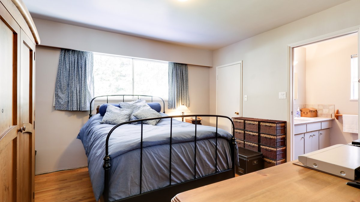 Master Bedroom - 926 East 29th Street, North Vancouver