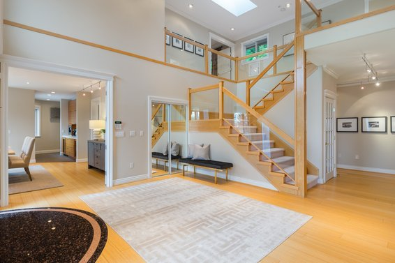 Foyer - 998 Dempsey Road, North Vancouver