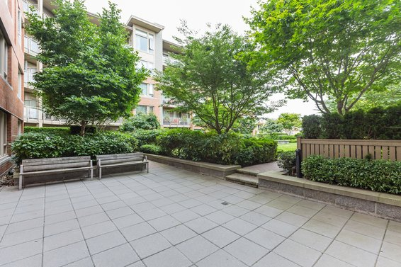 Courtyard - 127-119 West 22nd Street, North Vancouver
