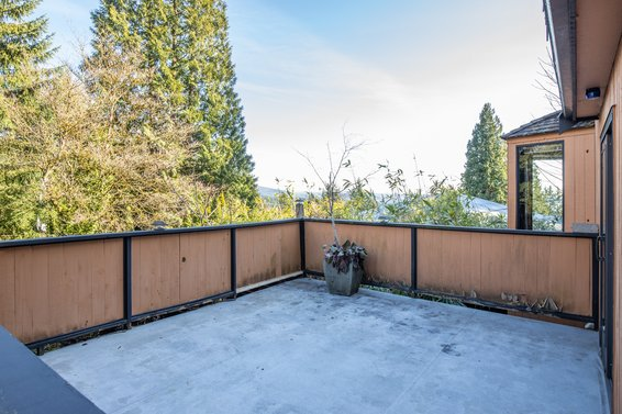 Deck - 4555 Mountain Highway, North Vancouver