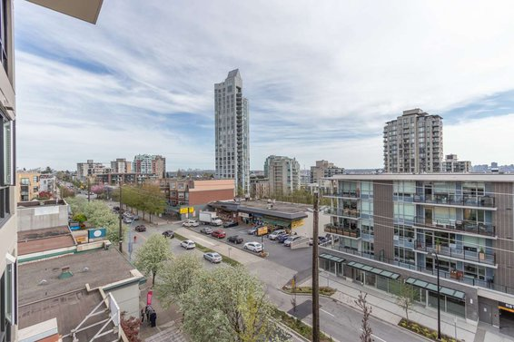 601 160 W 3Rd Street, North Vancouver