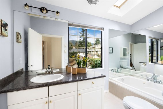 230 W 25Th Street, North Vancouver