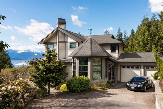 360 Bayview Place, LIONS BAY