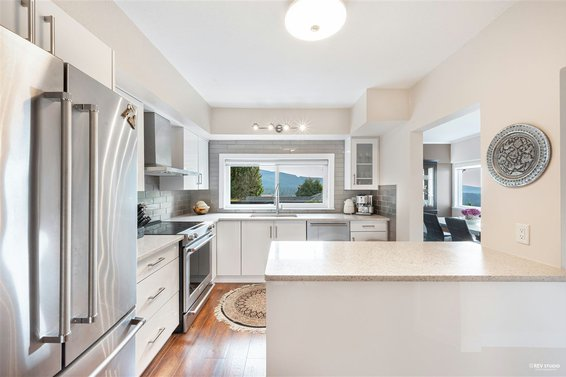 1010 Chamberlain Drive, North Vancouver