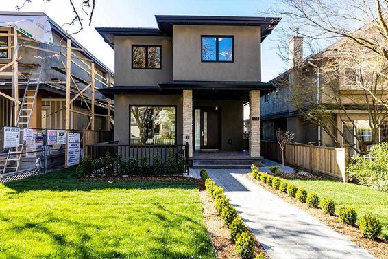 551 W 21St Street, North Vancouver
