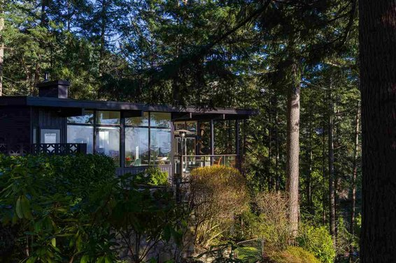 7 Mid-Century Modern Houses For Sale