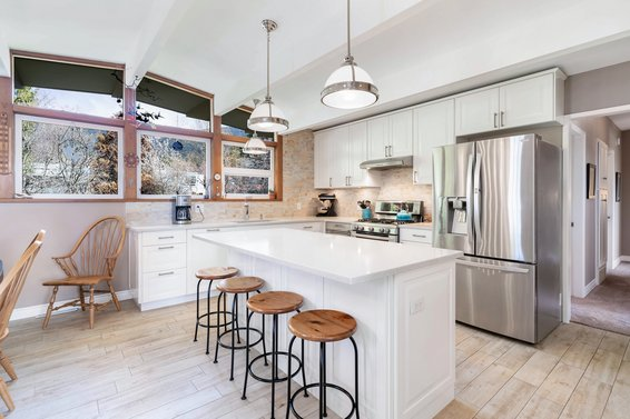 Just Listed // 408 W St James Road