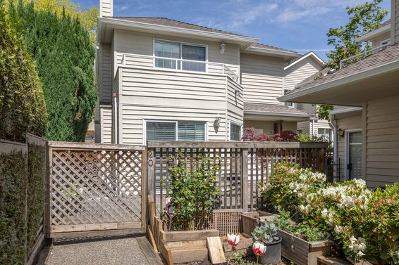 SOLD /// 20-838 Tobruck Avenue